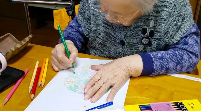 塗り絵 プレゼント 施設 高齢者 認知症予防